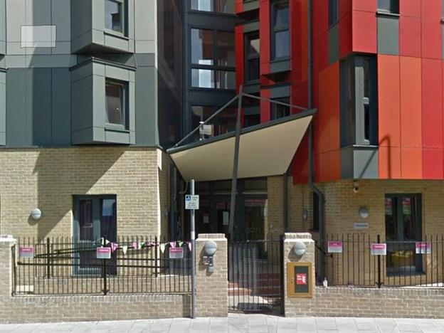 Entrance Canopy, Thames Street